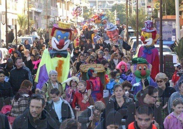 ©  - Carnavals parades et défilés de rues, géants, échassiers, grosses tetes