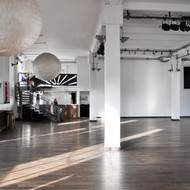 Grand loft pouvant accueillir différentes formes d'expositions