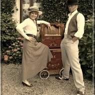 """Duo de chansons théâtrales et mouvementées à l'orgue de Barbarie : """"le Zinzin"""""""