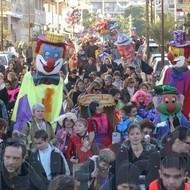 Carnavals parades et défilés de rues, géants, échassiers, grosses tetes