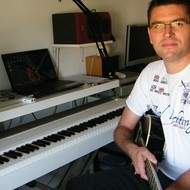 Professeur de Piano/Guitare/Mao